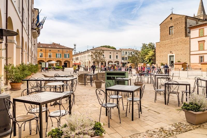 Außerdem gibt es in Cervia genug Möglichkeiten zum Entspannen: Thermalbad, Parks, Strand, gemütliche Cafés und mehr. (#02)