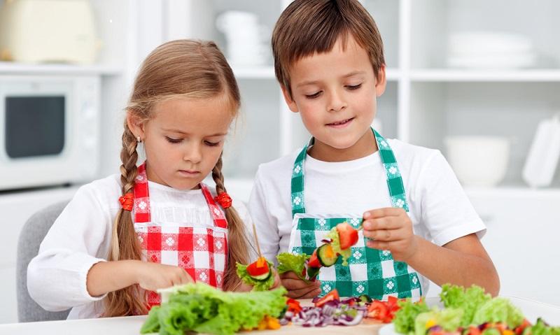 Schon im Kindergartenalter wird der Grundstein für die gesunde Ernährung für Kinder gelegt. (Foto-Shutterstock:   Ilike)
