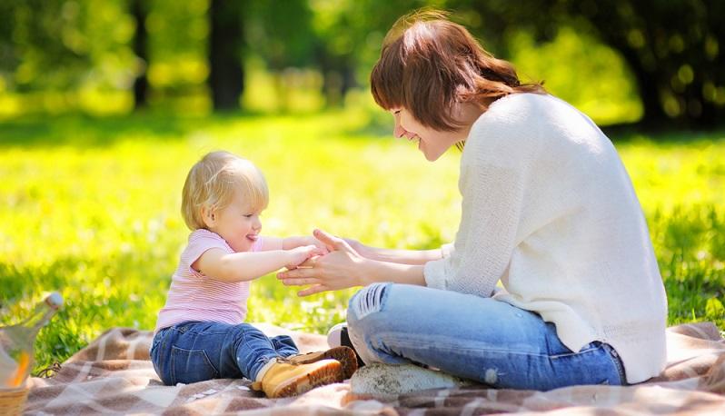 Babysitter werden ist gar nicht so schwer, dennoch ist einiges an Vorbereitung notwendig, das unbedingt im Blick behalten werden sollten.  ( Foto: Shutterstock- Maria Sbytova )