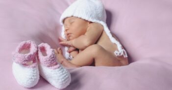 Basteln mit Socken: 3 superschöne Geschenke zur Geburt ( Foto: Shutterstock-Tursk Aleksandra )