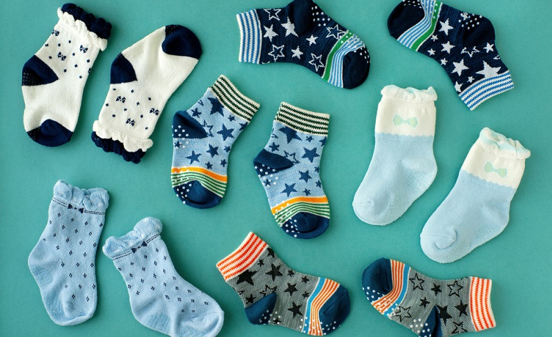 Wie soll denn beim Basteln mit Socken ein Cupcake entstehen?  ( Foto: Shutterstock-Evgeniya369 _)