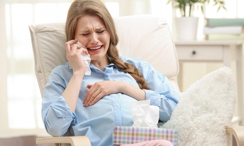 Schwangere sind zudem dünnhäutiger und finden sich nicht selten in einem Wechselbad der Gefühle wieder. ( Foto: Shutterstock-_Afrika Studio )