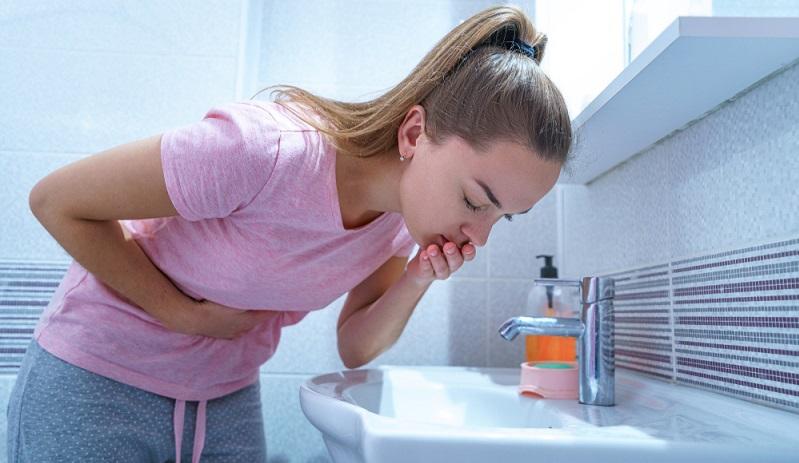 Schwangerschaftsanzeichen wie Übelkeit quält die meisten Frauen ( Foto: Shutterstock- goffkein.pro)